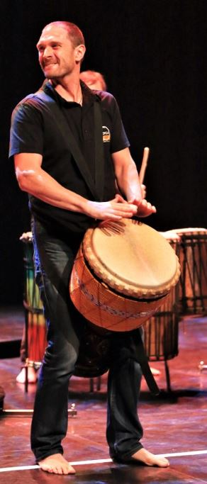 Nicolas Joqueviel, percussions africaines, djembe, doums, animation, spectacle, team building, entreprise - PercuSound